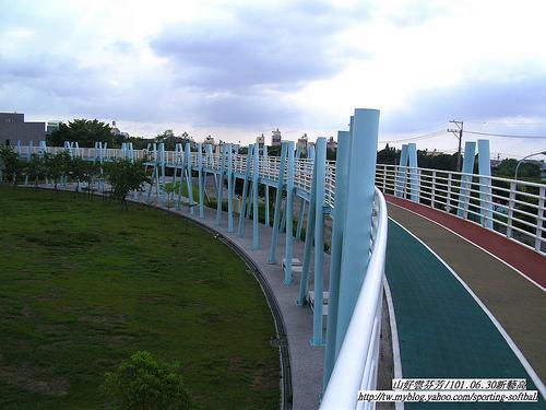 全台唯一--空中彩虹高中(嘉义新港高中跑道)没艺术初中玩每天基础图片